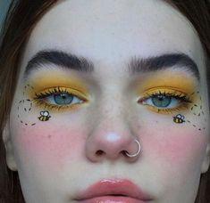 Bee makeup Elpltt aesthetic arthoe yellow bumble bee summer make up Yellow Makeup, Colorful Eye Makeup, Eye Makeup Art, Makeup Geek, Fairy Makeup, Mermaid Makeup, Makeup Kit, Makeup Remover, Eyeshadow Makeup