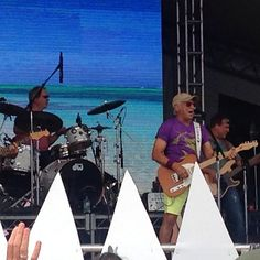 I found this and 100's of other AMAZING fan pics & vids from Jimmy Buffett at Hermosa Beach Pier on #Crowdpics on Aug 9, 2014. - http://www.crowdpics.com/categories/1/events/191