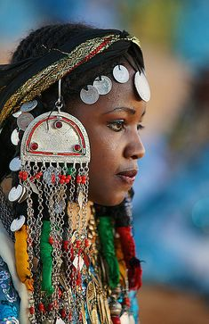 African girl from Teniri Festival, Ghadames in her traditional costume with silver coins headdress. by Divonsir Borges African Girl, African Beauty, African Women, African Fashion, Ethnic Fashion, We Are The World, People Of The World, African Jewelry, Ethnic Jewelry