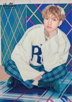 Stray Kids Japan Hi-Stay Bangchan phototeaser wallpaper Stray Kids Chan, Stray Kids Seungmin, Wattpad, My Little Baby, Kids Wallpaper, Kpop, Blue Aesthetic, Lee Know, Lee Min Ho