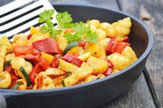 Wer Gemüsereste lecker verarbeiten will, ist bei diesem veganem Grenadiermarschrezept genau richtig.