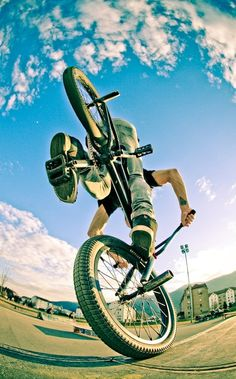 Rad BMX tricks that INRUSH bicycles in fort wayne indiana likes.