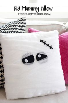 DIY Mummy Pillow and Favor Bags, Make halloween extra fun with some DIY home decor. Mummy pillows are the perfect piece to add to spook up some fun! Halloween Room Decor, Spooky Halloween Crafts, Casa Halloween, Adornos Halloween, Manualidades Halloween, Halloween Pillows, Halloween Projects, Diy Halloween Decorations, Holidays Halloween