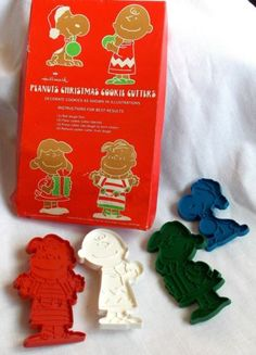 Vintage Lot of 4 Hallmark Peanuts Christmas Cookie Cutters Lucy Linus Snoopy