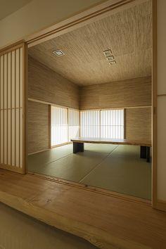立派な日田杉の式台、壁と天井は網代とした和室