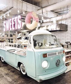 Home Decoration Inspiration Key: 8836580894 Donut Store, Doughnut Shop, Donut Bar, Coffee Shop Design, Cafe Design, Store Design, 1950 Diner, Retro Diner, Restaurant Bar