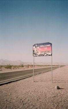 ☯ Cult Queen ☯ nevada desert taking you to las vegas. Fallout New Vegas, Fallout Game, Las Vegas, Desert Sunset, Bon Point, Villas, Pokerface, Desert Dream, Paisajes