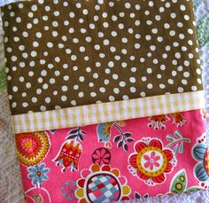 The Beehive Cottage: Easy Tube Pillowcase!
