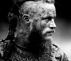 Travis Fimmel as Ragnar Lothbrok, Vikings Vikings Show, Vikings Time, Vikings Tv Series, Viking Berserker, Ragnar Lothbrok Vikings, Ragnar Lothbrok Quotes, Vikings Travis Fimmel, Bracelet Viking, Viking Jewelry