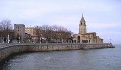 Xixón - Vista de Gijón con la iglesia de San Pedro