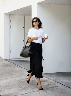 White printed tees, black suits, cropped denim and mid heels are on our radar this week. We were inspired by these seven ladies who know exactly how to make that casual look a bit more interesting....