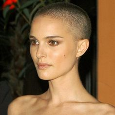 Natalie Portman shaved head - V for Vendetta Natalie Portman Shaved Head, Natalie Portman Bald, Buzz Cut Women, Buzz Cuts, Forced Haircut, Face Angles, Shave Her Head, Bald Women, Beautiful Celebrities