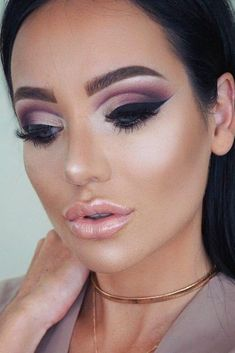 Cut Crease Makeup Ideas To Try This Year ★ See more: http://glaminati.com/cut-crease-makeup-ideas/