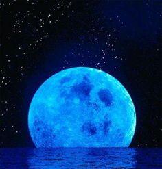 Luna Azul 31 julio 2015. Esta luna se llama así por ser la segunda luna llena del mes. Se repetirá ete fenómeno en octubre de 2018