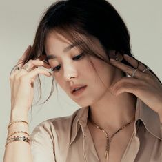 "SongHyeKyo Indonesia on Twitter: ""[New] #SongHyeKyo  IG updated . .@kyo1122 #Chaumet… "" Korean Actresses, Korean Actors, Song Hye Kyo Style, Very Short Bob, Autumn In My Heart, Songsong Couple, Good For Her, Song Joong Ki, Lace Outfit"