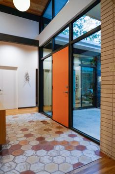 Midcentury Inspired New Built In Forest Hills, Dallas - Mid Century Home Mid Century Modern Kitchen, Mid Century Modern Design, Modern House Design, Modern Interior Design, Modern Houses, Brick And Wood, Neutral, Mid-century Interior, Modern Exterior