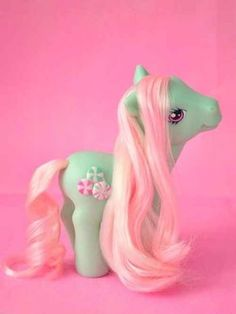 21 Smells Girls Will Never Forget- My Little Pony: I can instantly recall that sort of soft baby powder-ish plastic. 90s Childhood, My Childhood Memories, Vintage Toys, Retro Vintage, Little Poni, 90s Girl, 90s Nostalgia, The Good Old Days, To My Daughter