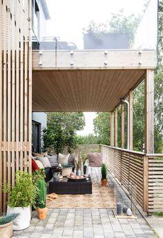 Spilevegg: Slik bygger du den selv - Byggmakker Sweet Autumn Clematis, Garden Room Extensions, Purple Clematis, Bamboo Poles, Cedar Siding, Low Maintenance Garden, Room To Grow, Garden Boxes, Garden Edging