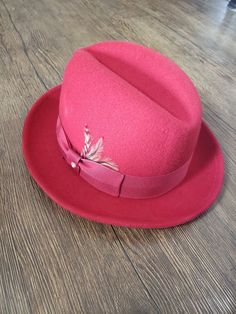 cacb58d88f0 VINTAGE RED FEDORA (PARK ROYAL) Men s Hat Size 7  fashion  clothing