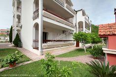 Zapraszamy do Apartamentu TONI RELAX Obiekt znajduje się w miejscowości turystycznej Stobreč i oddalonz jest od plaży 150 m. W pobliżu obiektu są korty tenisowe i pole golfowe. Szczegóły oferty: http://www.nocowanie.pl/chorwacja/noclegi/stobrec/apartamenty/133175/