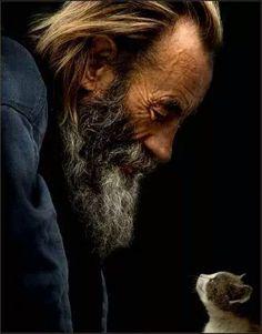 Yüreğinde sevgi ve merhamet olanın Dili de Yüzü de Gülüşü de Güzel olur... Murat Bozoğlu