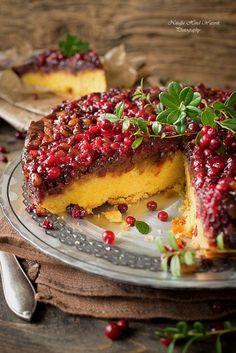 Opp/ned-kake med tyttebær og nøtter