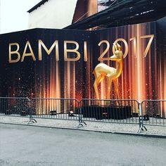 Wer soll heute Abend BAMBI mit dir schauen? Markiert jetzt eure Freunde unter diesem Post! @ritaora, @samsmithworld, @helenefischer, @thehughjackman und viele weitere Stars warten auf Euch #bambi #bambi2017 #bambiawards  via ✨ @padgram ✨(http://dl.padgram.com)