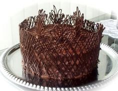 This cake is for chocolate lovers.          Wet biscuit structure, very gentle frosting, Ganache for covering and chocolate ornaments ....