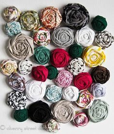 Great fabric flowers. Made a few of these the other week from an old t-shirt and turned one into a pretty green headband for Banana. Brilliant!