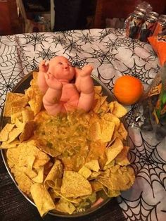 Baby poop nacho dip - All You Need To Know About Baby Shower Halloween Dip, Gross Halloween Foods, Hallowen Food, Halloween Appetizers, Halloween Dinner, Halloween Food For Party, Halloween Treats, Halloween Potluck Ideas, Baby Shower Halloween