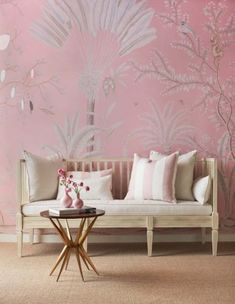 Love a soft pink palette Gorgeous hand painted wallpaper by De Gournay Wallpaper, Chinoiserie Wallpaper, Chinoiserie Chic, Hand Painted Wallpaper, Painting Wallpaper, Room Wallpaper, Wallpaper Ideas, Florence Apartment, Interiores Art Deco
