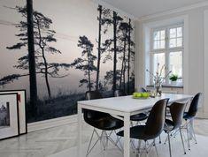 elegantes-Esszimmer-Interieur-schwarz-weiße-tapete-Wald-Meer-Natur