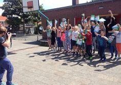 Voorbereiding van de Kinderpostzegelactie in volle gang. Hier in Westkapelle maakten we vandaag de officiële rennende-kinderen-foto. Starring groep 7&8 van basisschool De Lichtstraal! Dresses, Fashion, Vestidos, Moda, Fashion Styles, Dress, Fashion Illustrations, Gown, Outfits