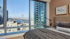 340 Fremont is in a quieter area near San Francisco's bustling waterfront and Financial District. Apartments facing the waterfront have sweeping views of the Bay Bridge.