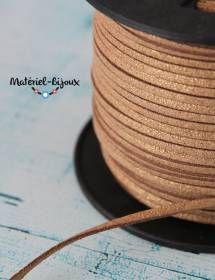 Une couleur dorée - or pour ce cordon suédine au mètre, largeur 3mm.