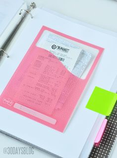 Family Binder tutorial to stay organized - free printables and great ideas! I love the idea of putting important receipts in a binder with labels so things are easy to find. Household Binder, Household Organization, Binder Organization, Office Organisation, Project Life Organization, Household Notebook, Organizing Life, Organizing Ideas, Flylady