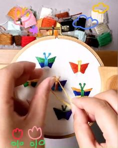 Basic Embroidery Stitches, Hand Embroidery Videos, Hand Embroidery Flowers, Hand Embroidery Tutorial, Creative Embroidery, Cross Stitch Embroidery, Embroidery Patterns, Machine Embroidery, Felt Flower Tutorial