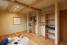 写真12|O様邸/プレジール/トラッド(H27.12.10更新) Interior Design Living Room, Living Room Decor, Bedroom Decor, Sustainable Design, Design Trends, Design Ideas, Kitchen Decor, Bookcase, Shelves