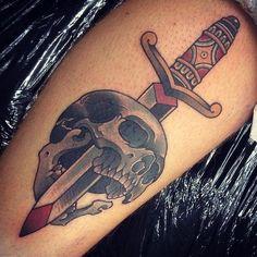 Outro tipo de tatuagem que voce pode arrumar problema, essa tambem tem um grande significado no mundo do crime, significa matador de policia, se um policial ...