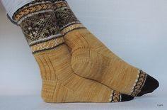 Variation on Ilga's socks (Sockupied). LIke the rib on back of ankle (for more stretch).