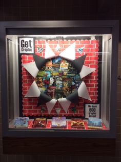 Library display: Get GRAPHIC. Could also be adapted to Super Hero or Super reads with Superman bursting through bricks. Display Boards For School, School Library Displays, Middle School Libraries, Library Themes, Library Posters, Teen Library, Library Activities, Elementary Library, Library Ideas
