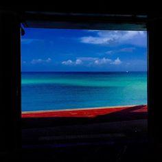 【lanibluetokug】さんのInstagramをピンしています。 《#海の見える美容室laniblue #沖縄#糸満#海#空#雲#綺麗#青#ブルー#侍ブルー#蛍#すごい #写真好きな人と繋がりたい #写真#okinawa #beautiful #beach #beauty #blue#samurai blue#clouds #surf #sea #instadaily #instagood #laniblue#ラニブルー》