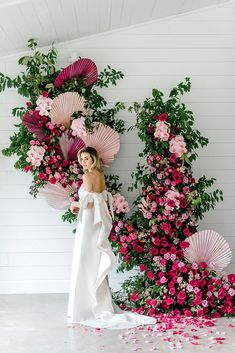 19 Creative Floral Installations to Make Your Wedding Design Wow! - Green Wedding Shoes design green 19 Creative Floral Installations to Make Your Wedding Design Wow! Wedding Ceremony Ideas, Wedding Trends, Wedding Designs, Wedding Backdrops, Wedding Ceremonies, Wedding Aisles, Wedding Bride, Wedding Flower Backdrop, Wedding Stage