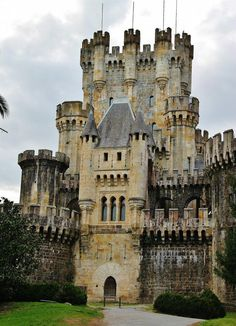Butrón Castle in Spain Vila Medieval, Chateau Medieval, Medieval Castle, Beautiful Castles, Beautiful Buildings, Beautiful Places, Castle Ruins, Castle House, Abandoned Mansions