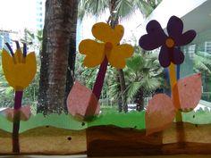 Lihat kaca-ku penuh dengan bunga :)