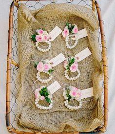 Saiba o que é o corsage, qual sua origem, quais são as vantagens e dicas para aderir a esta ideia, além de lindas fotos como inspiração.
