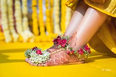 wedding jewellery Ecstatic Resort Wedding of a Classy Couple in Designer Ensembles Flower Jewellery For Mehndi, Flower Jewelry, Flower Necklace, Indian Bridal Fashion, Flower Ornaments, Bridal Mehndi Designs, Indian Wedding Photography, Wedding Beauty, Bridal Beauty