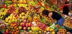 De Dirty Dozen met de 12 groenten en fruit die je het best biologisch kunt kopen om blootstelling aan bestrijdingsmiddelen zoveel mogelijk te voorkomen. 1. Appels 2. Aardbeien 3. Druiven 4. Bleekselderij 5. Perziken 6. Spinazie 7. Zoete paprika 8. Nectarines 9. Komkommers 10. Cherry tomaten 11. Snap erwten 12. Aardappelen