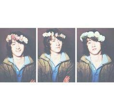 *screams bc flower crown Alex* ❤