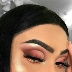 Awesome Chic and Glamorous Eye Makeup Looks Ideas for Women 07 Makeup Eye Looks, Cute Makeup, Eyeshadow Looks, Glam Makeup, Pretty Makeup, Skin Makeup, Makeup Inspo, Eyeshadow Makeup, Gorgeous Makeup